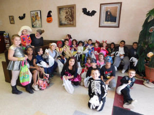 Kids Inc, a local nursery school daycare, joined us for kids trick or treating at Hidden Brook Farm!